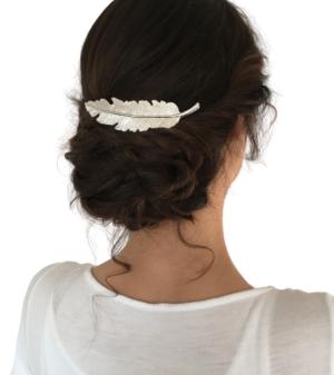 hochgestecktes Haar mit Haarschmuck Blatt