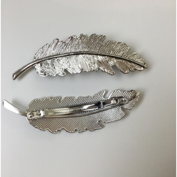 Silberfarbener Haarschmuck, Blattoptik